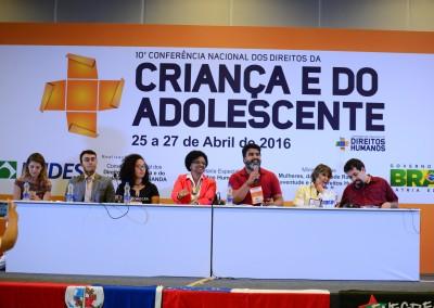 Mesa A democracia, os direitos humanos e as crianças e os adolescentes